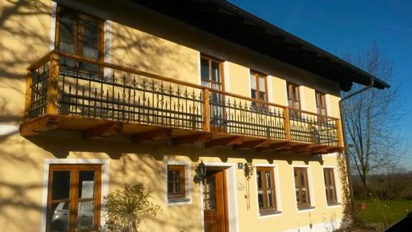 Holzbalkon kaufen stra er holzbau m hldorf for Haus rustikal modern