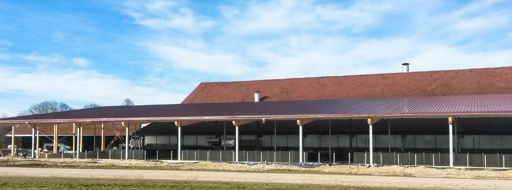 Landwirtschaftliche Hallen und Ställe